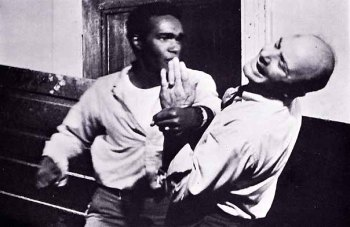 Night-of-the-Living-Dead-Jones-and-Hardman-fighting